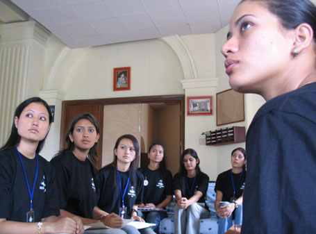 miss_nepal_2005_aspirants2