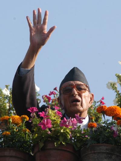 Girja prasad waves hand to demonstrators