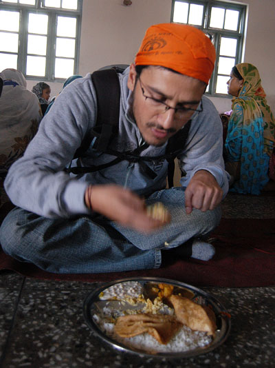 Wagle eating Langar in Gurudwara