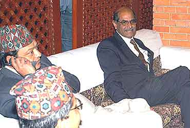 shyam saran with nepali officials