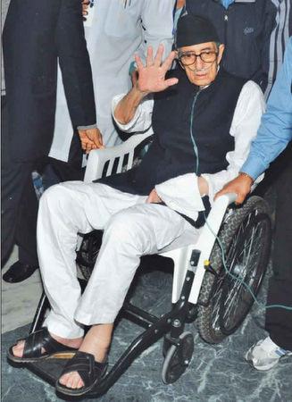 girija prasad koirala coming out of hospital
