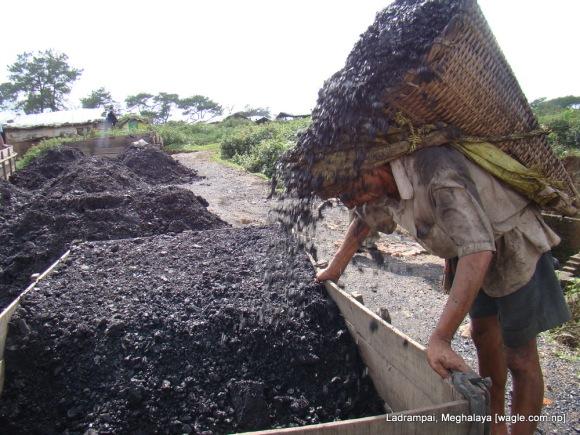 Ladrampai, Meghalaya mine labourer from nepal Shaym Prasad Pokharel empties basket