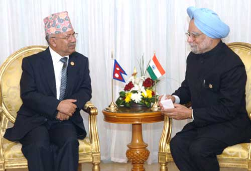 Nepali Prime Minister Madhav Kumar Nepal with his Indian counterpart Manmonah Singh