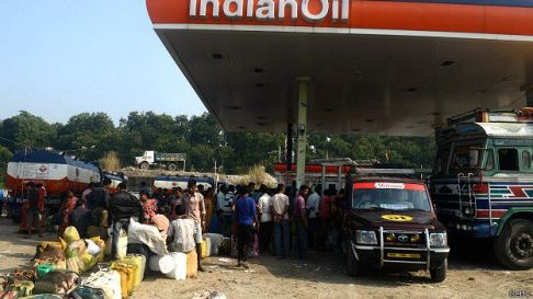 151210160953_nepal_border_indian_oil_petrole_624x351_getty